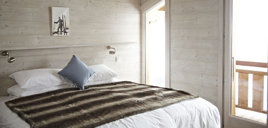 france_portes_du_soleil_morzine_chalet-la-source_double-bedroom.jpg